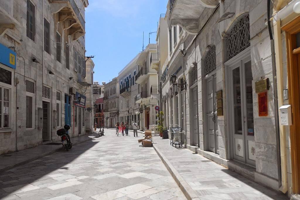 Περπατώντας στην Ερμούπολη