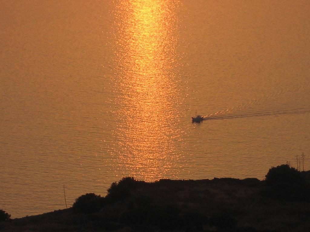 sunset-milos